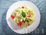 Зелена салата айсберг с чери домати, краставици, майонеза и слънчогледови семки